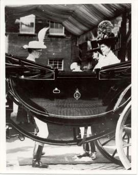 Royal visit to Baxters: Open carriage with King George V, Queen Mary and the Princess Royal.